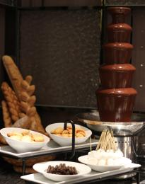 上海巧克力噴泉機租賃DIY暖場巧克力機婚慶生日派對展會短期租賃
