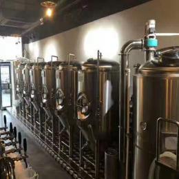 小型啤酒厂酿酒设备价格,精酿啤酒设备厂家免费酿酒培训